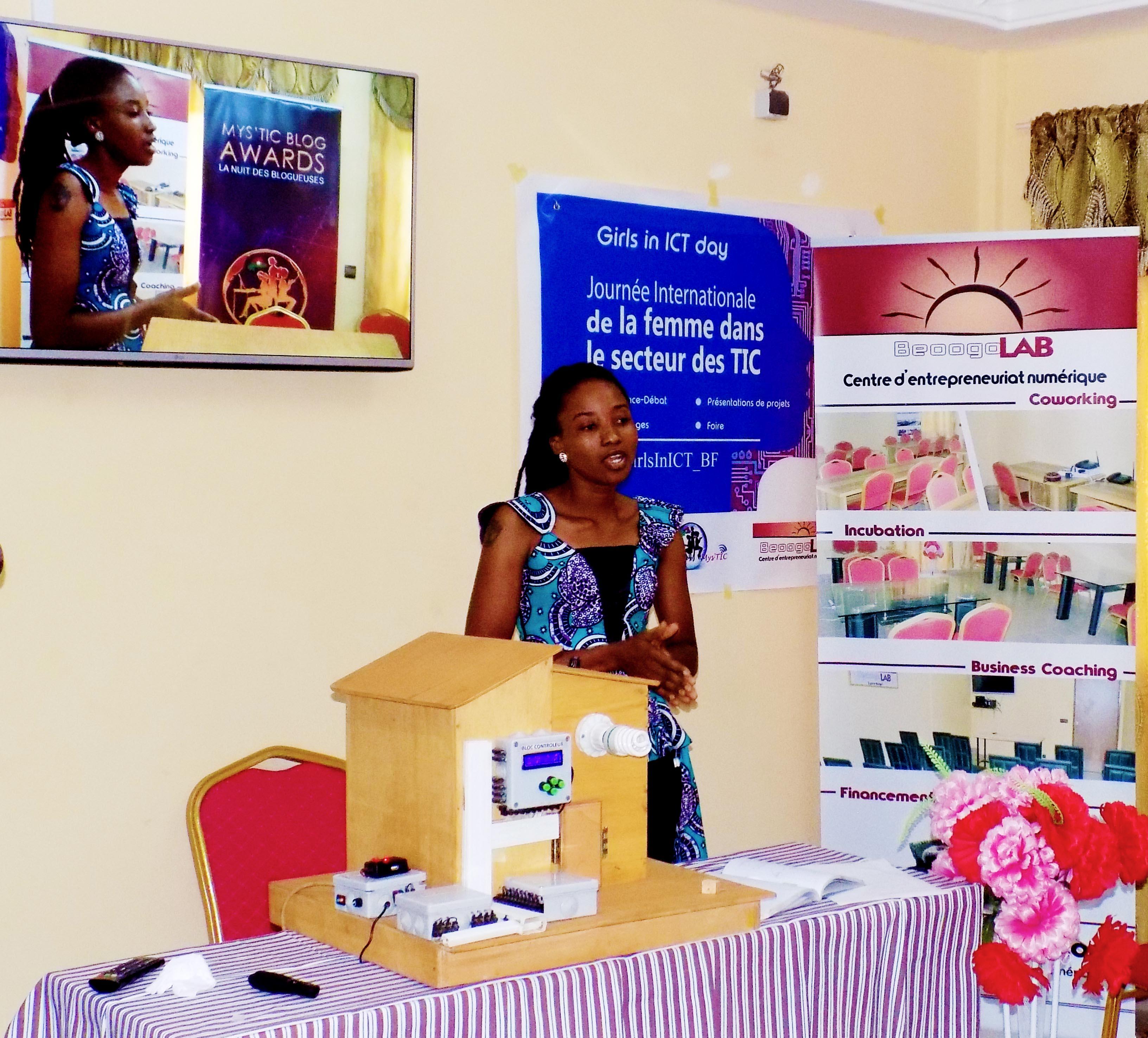 Quatre preuves des compétences de la jeune fille dans le secteur des TIC